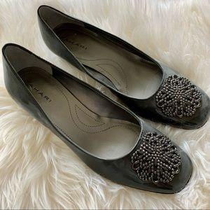 Tahari Gray patent heels size 7.